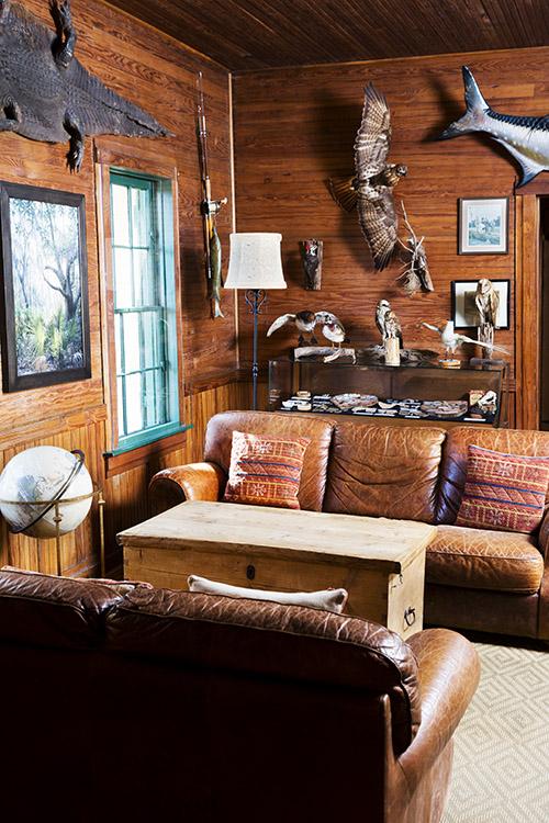 The lodge sits beneath mossy oaks along the marsh.