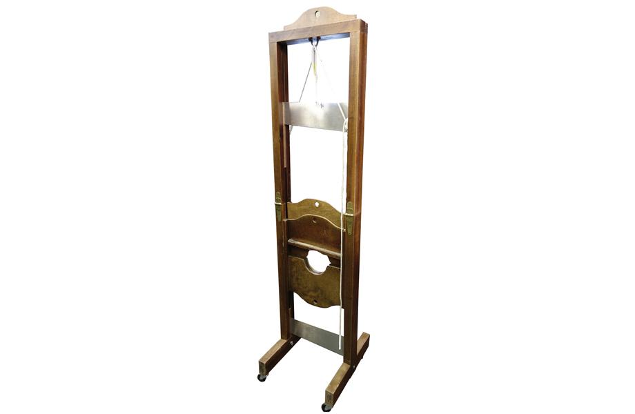 Trick guillotine