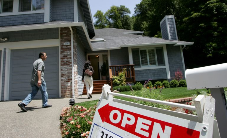 Atlanta home shoppers don't mind waiting for the perfect house