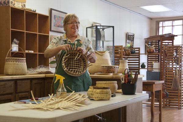 Debbie-Mills-basket-maker