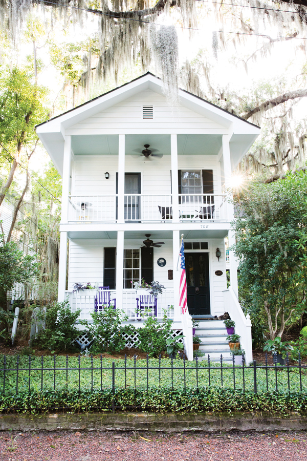During the filming of The Prince of Tides, Blythe Danner and Gwyneth Paltrow stayed in this home in the Point.