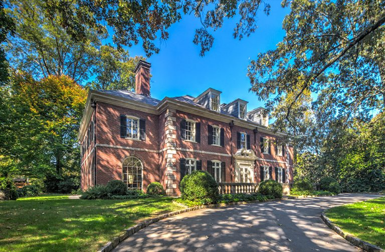 House Envy: This classic Neel Reid estate comes with a guest house, pool, and plenty of history