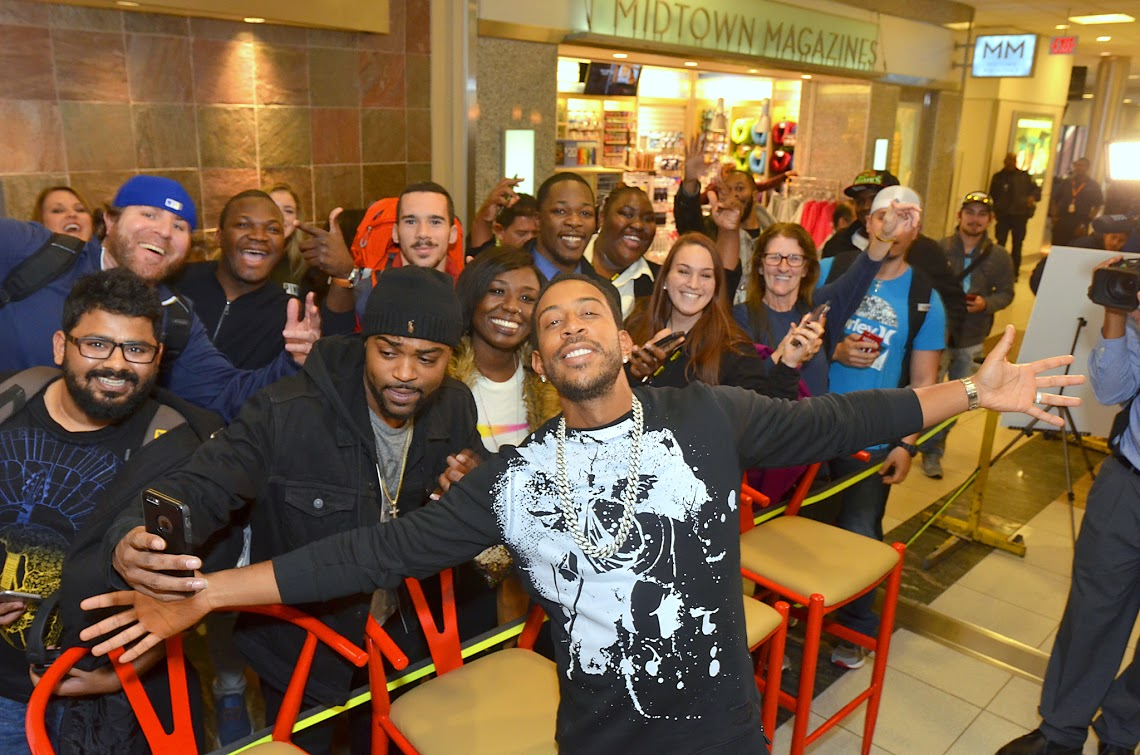"""Rapper Chris """"Ludacris"""" Bridges poses outside Chicken+Beer with some hungry fans."""
