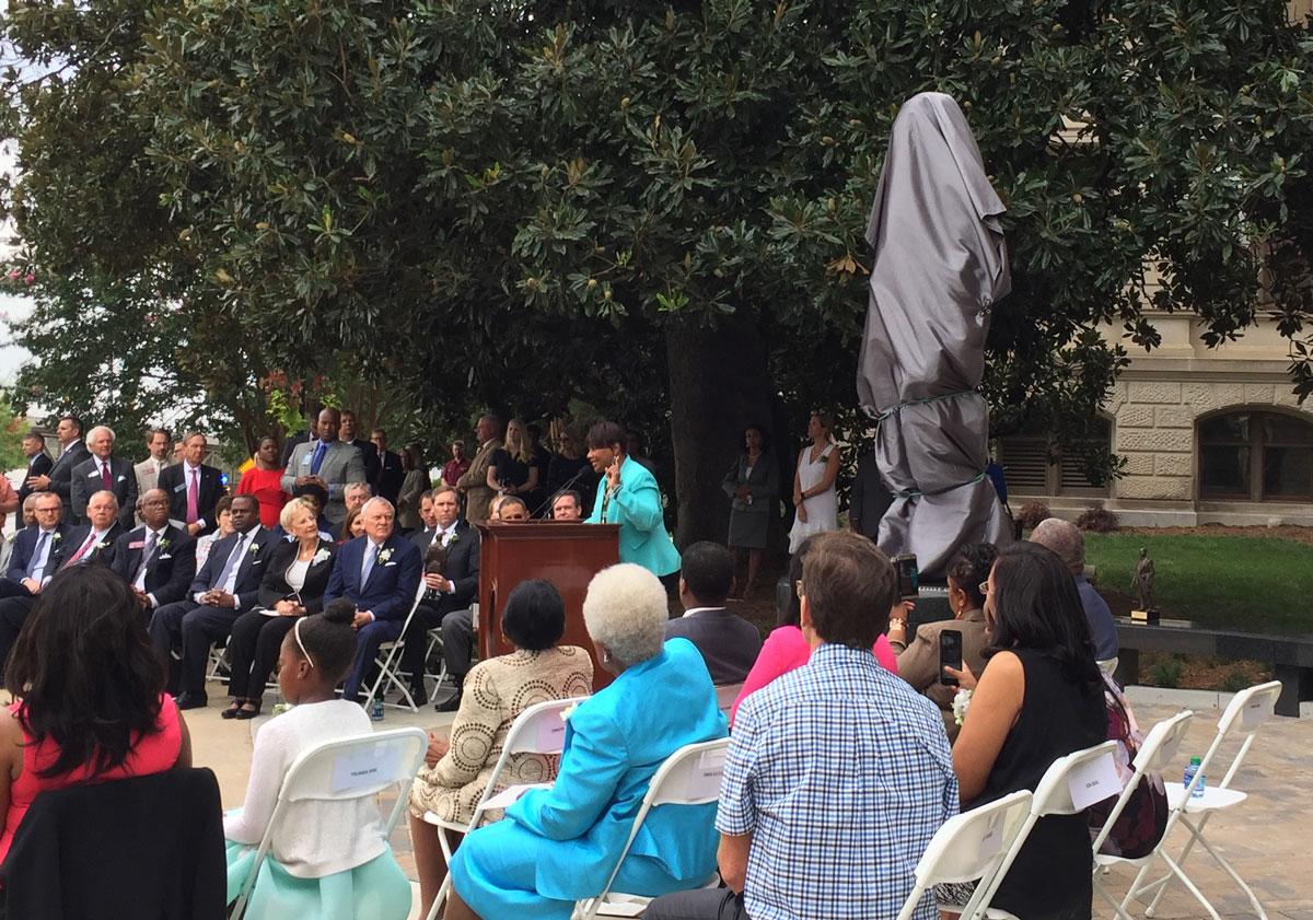 MLK sculpture unveiled Georgia Capitol