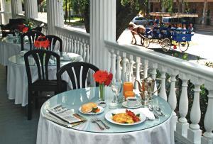 Rhett House Inn veranda
