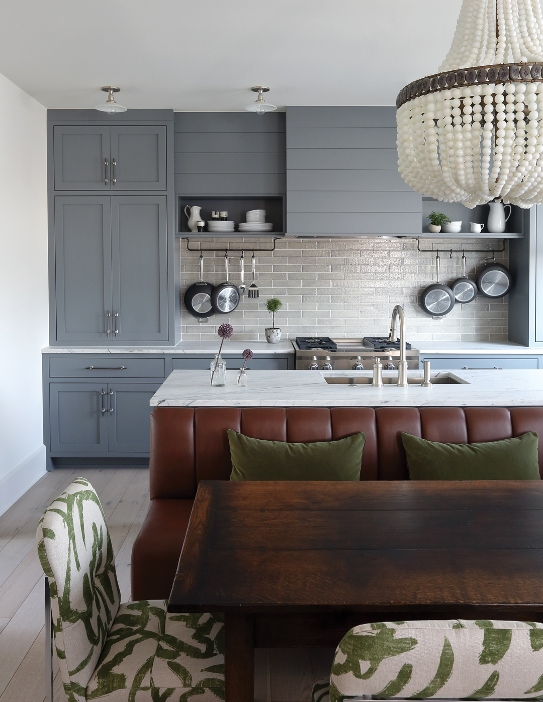 Room Envy: This cozy kitchen moves the refrigerator and ...
