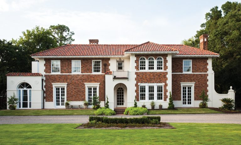 An interior designer freshens up this Augusta Italian Renaissance–style estate in time for the Masters