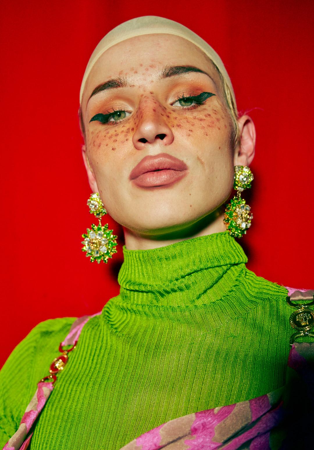 Drag queen fashion: Video Tronic