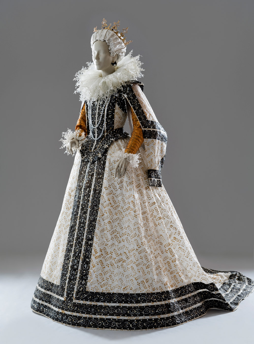 SCAD FASH: Fashioning Art from Paper