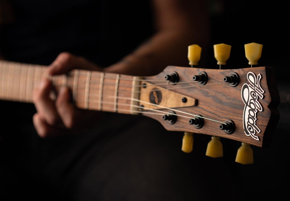 Holgado Handmade Guitars Masquerade