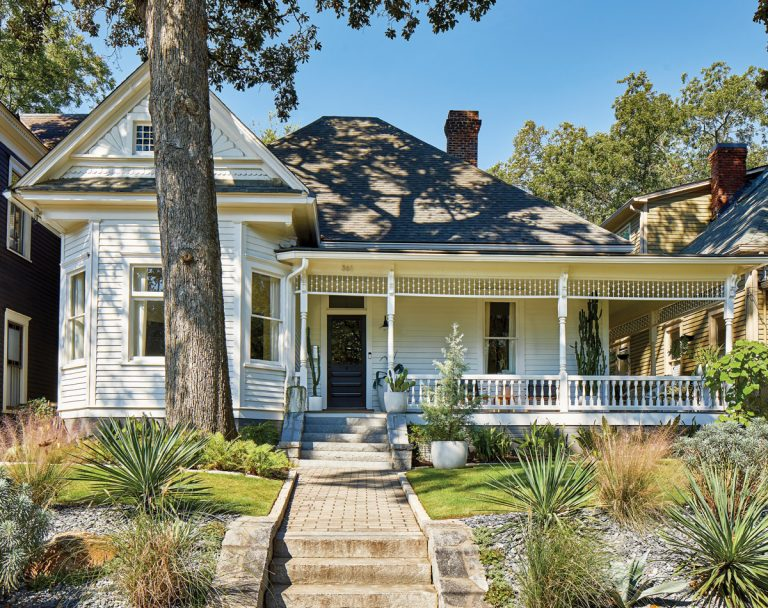A modern makeover brings striking contrast to a Queen Anne Victorian in Grant Park
