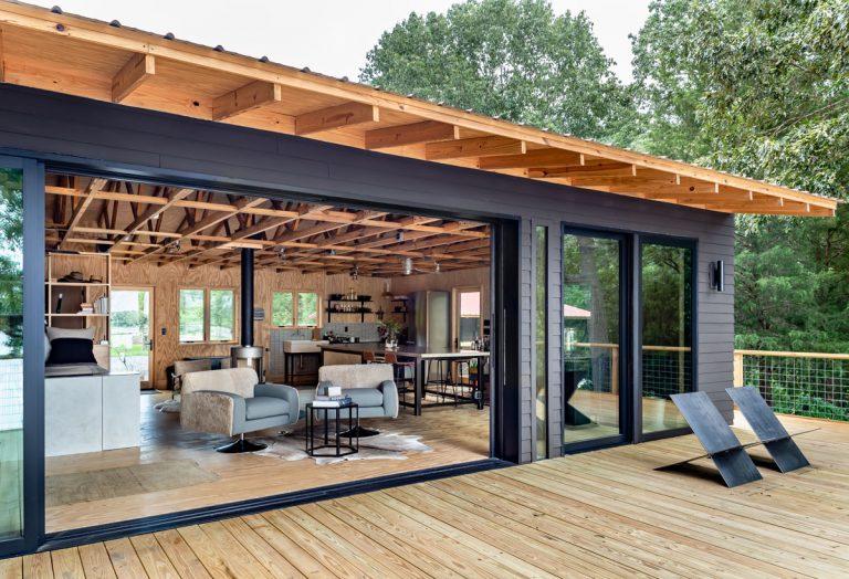 Inside Elizabeth Ingram and Alton Brown's Alabama lake house